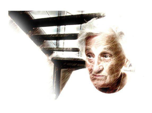 Dessin du visage d'une femme âgée